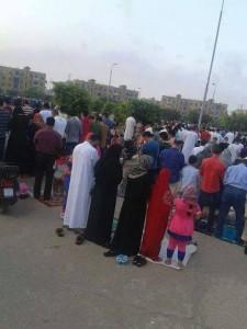 أنظر كيف يصلى  المصريين حسب هواهم