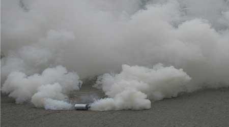 قنابل مسيلة للدموع