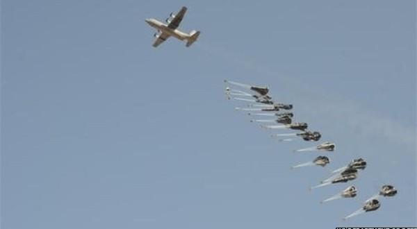 صورة لطائرة بريطانية تلقي الاسلحة لداعش