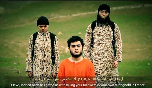 """صور؛ طفل """"داعشي"""" يعدم مقدسيا بتهمه العمالة"""