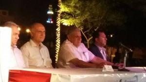 المهندس إبراهيم محلب  ومعه محافظ الأقصر أثناء مؤتمر المصريين بالخارج