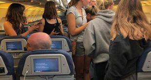صورة للركاب المحتجزين داخل الطائرة